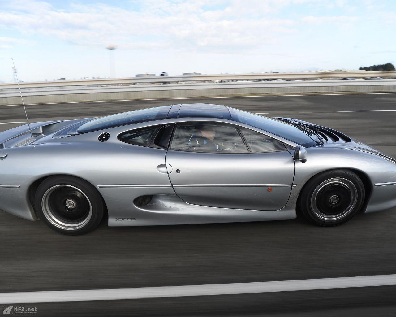 jaguar-xj220-1280x1024-7