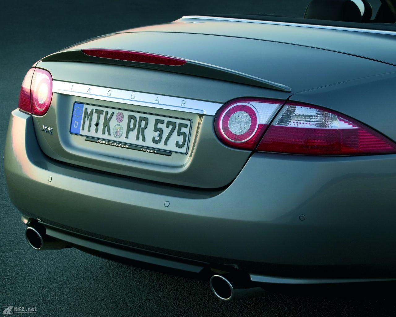 jaguar-xk8-1280x1024-3