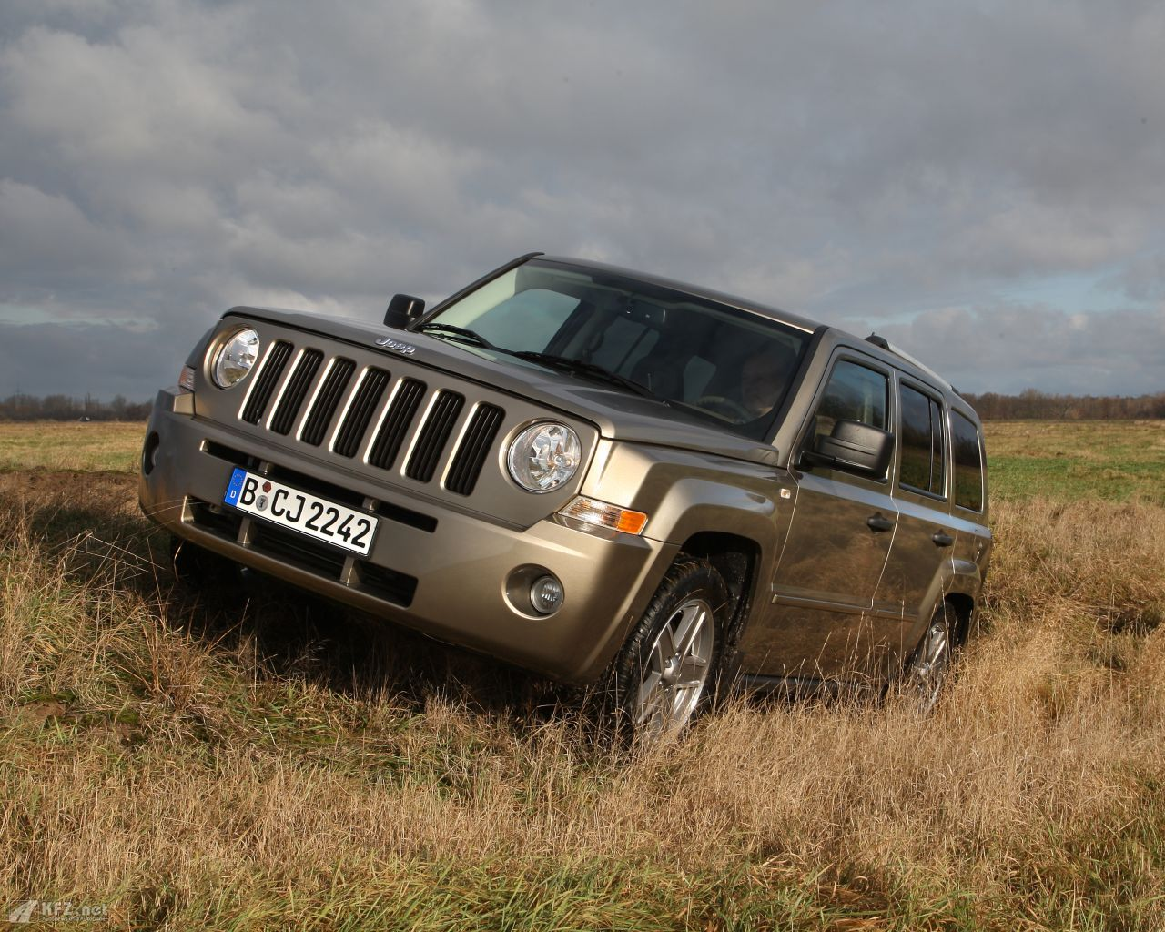 jeep-patriot-1280x1024-11
