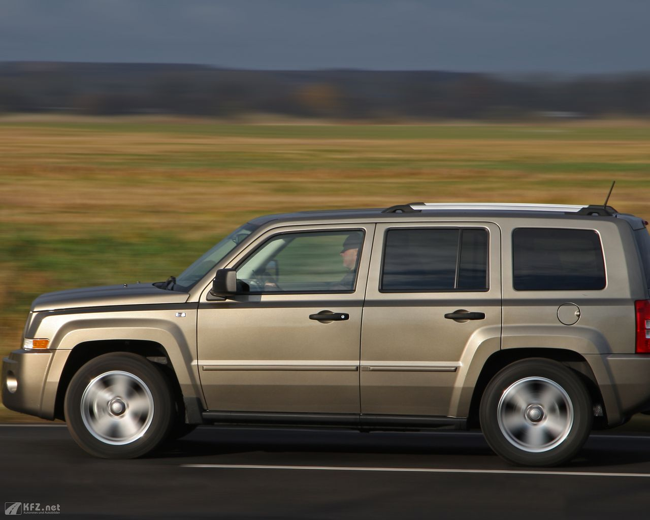 jeep-patriot-1280x1024-12