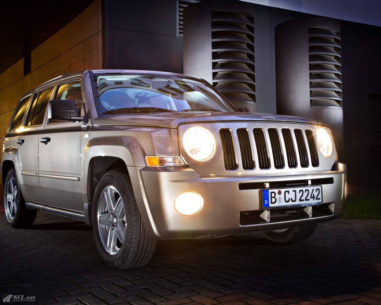 jeep-patriot-1280x1024-14