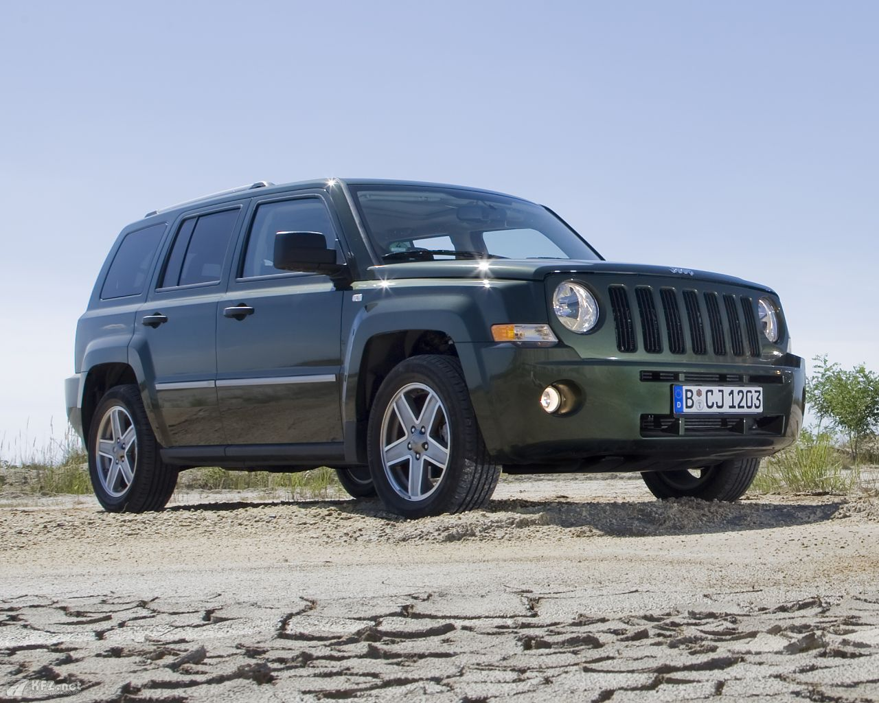 jeep-patriot-1280x1024-17