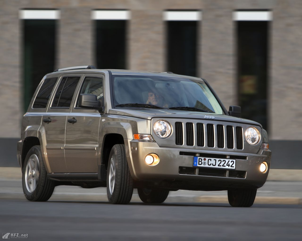 jeep-patriot-1280x1024-8