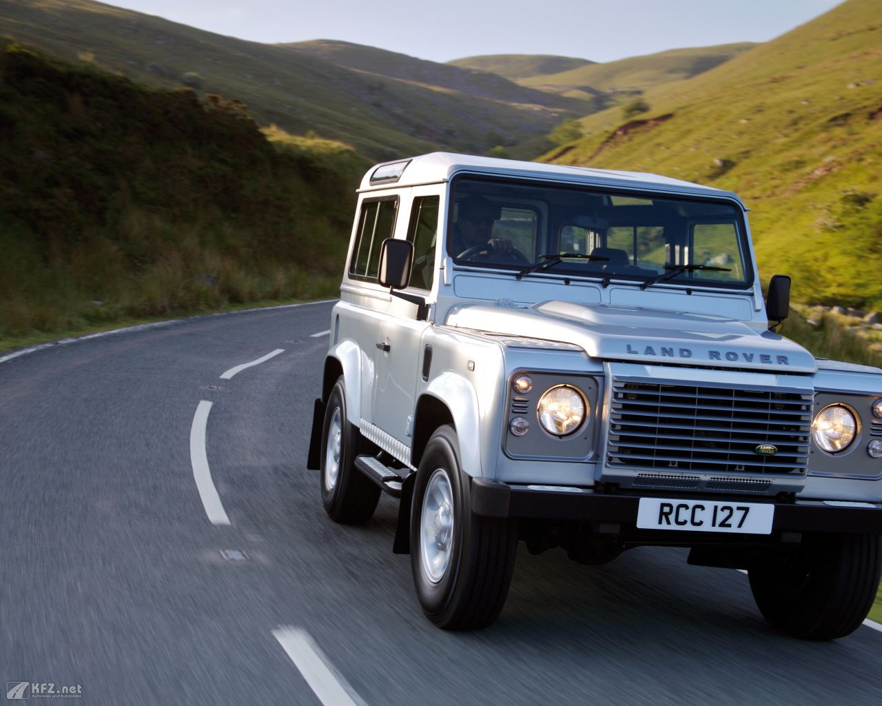land-rover-defender-1280x1024-1