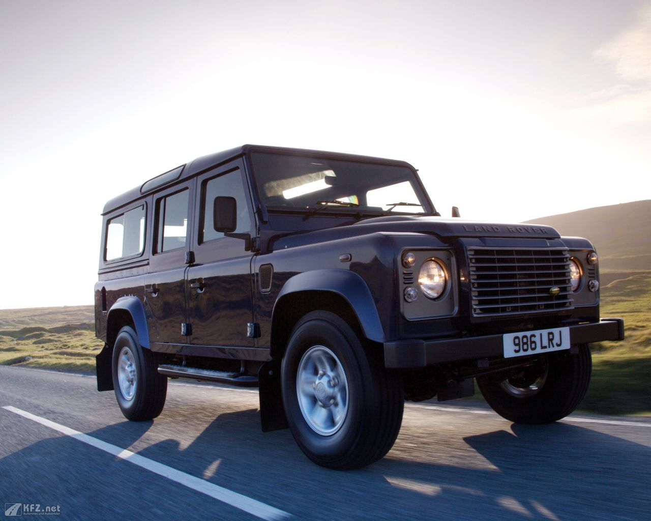 land-rover-defender-1280x1024-11