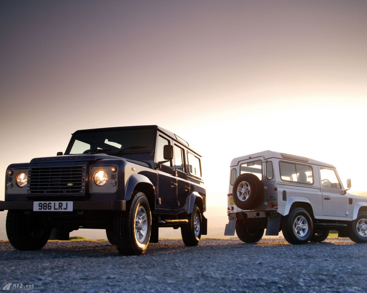 land-rover-defender-1280x1024-12
