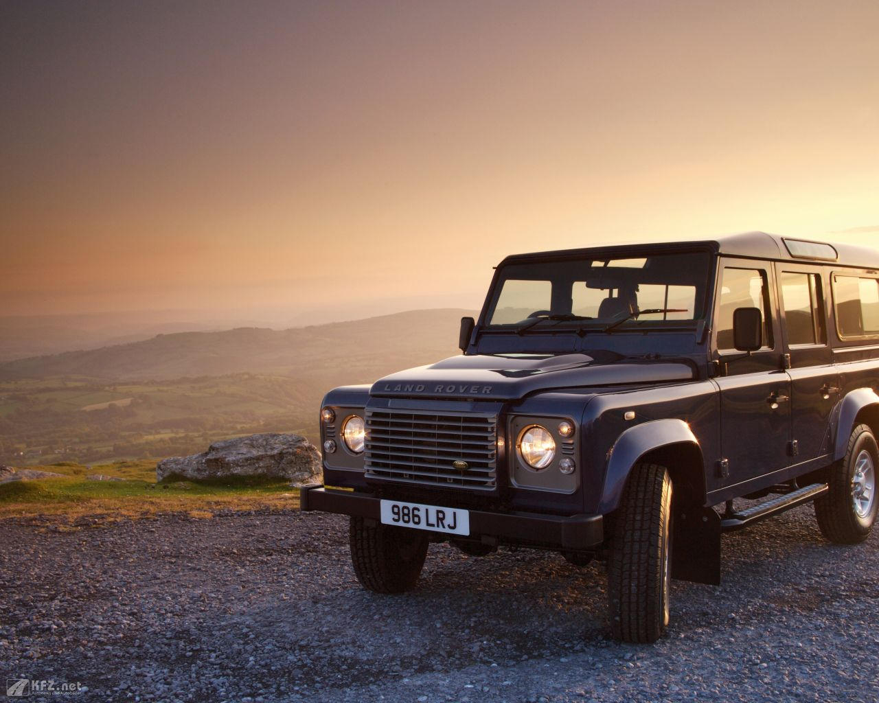 land-rover-defender-1280x1024-13