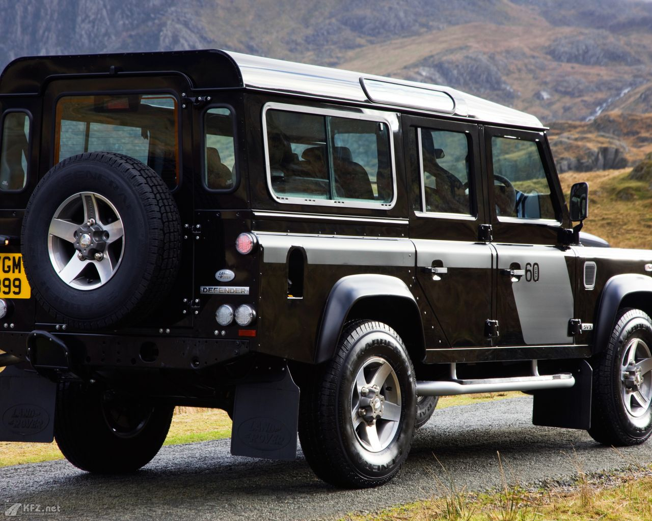 land-rover-defender-1280x1024-15