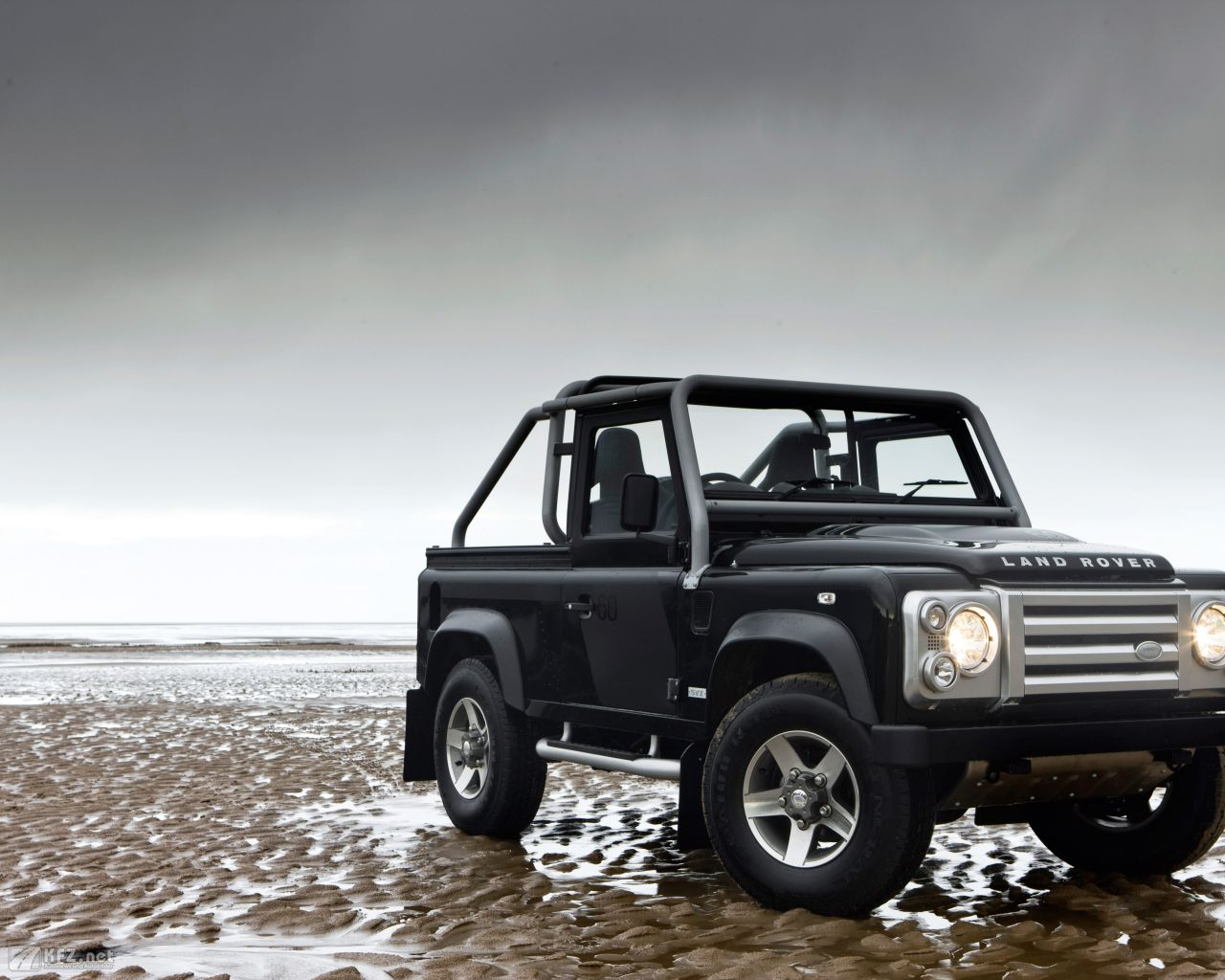 land-rover-defender-1280x1024-16