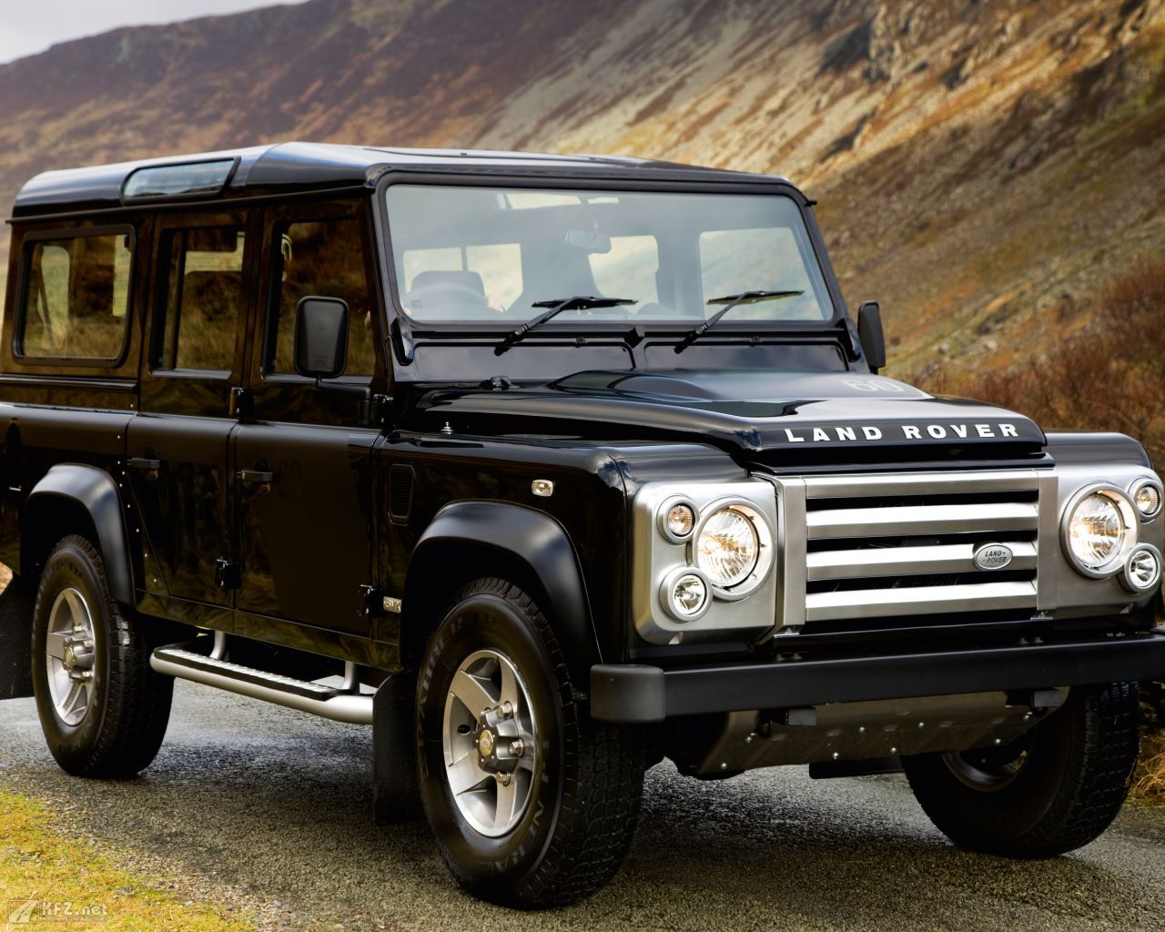land-rover-defender-1280x1024-17