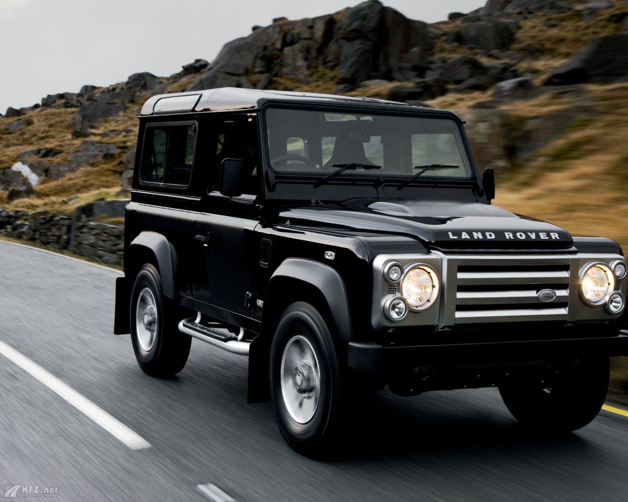land-rover-defender-1280x1024-18