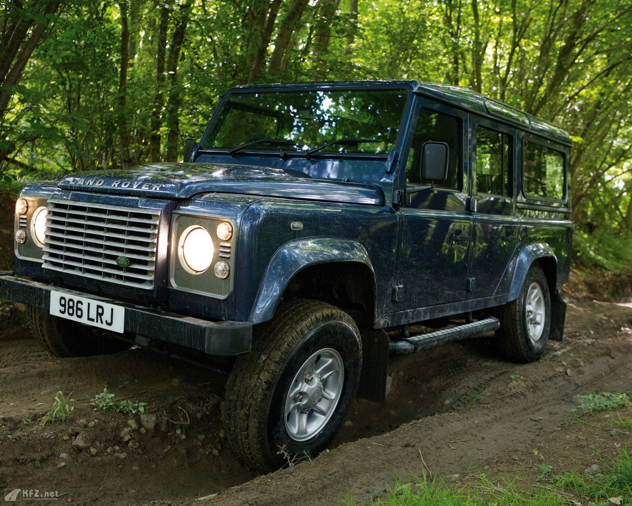 land-rover-defender-1280x1024-20