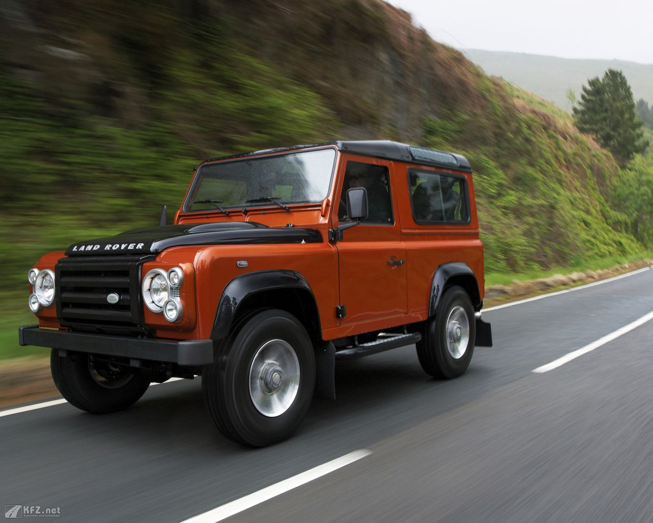 land-rover-defender-1280x1024-3
