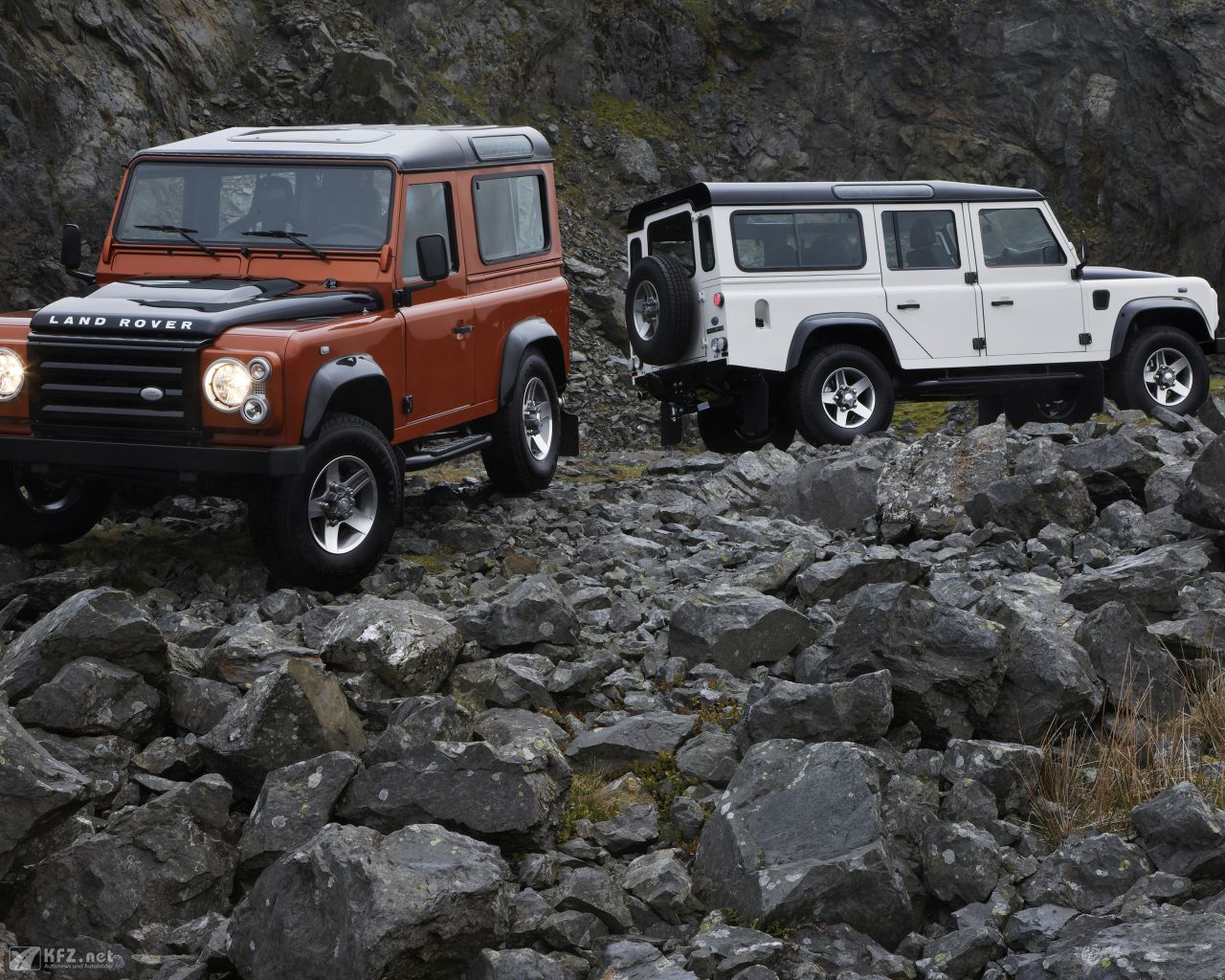 land-rover-defender-1280x1024-4