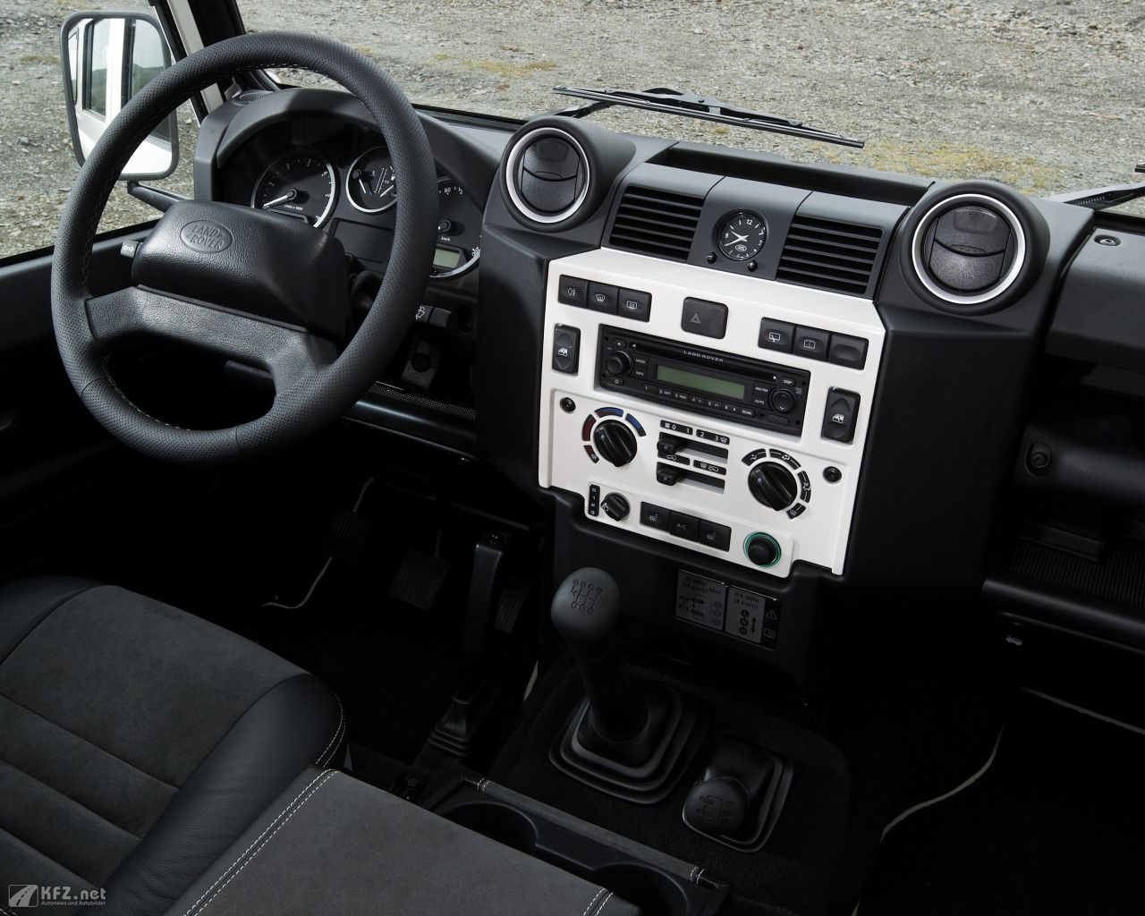 land-rover-defender-1280x1024-6