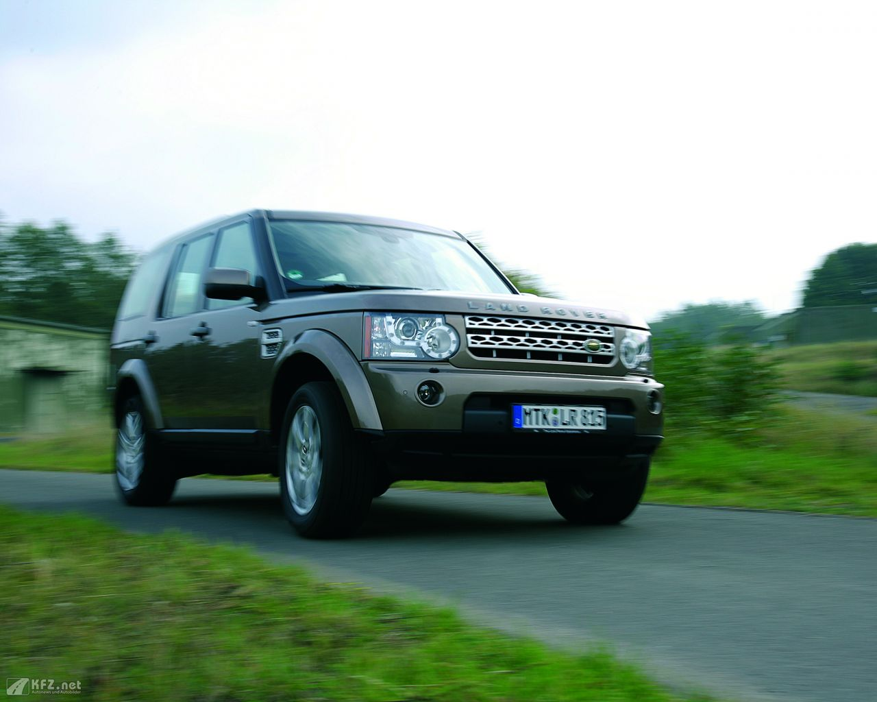 land-rover-discovery-1280x1024-12