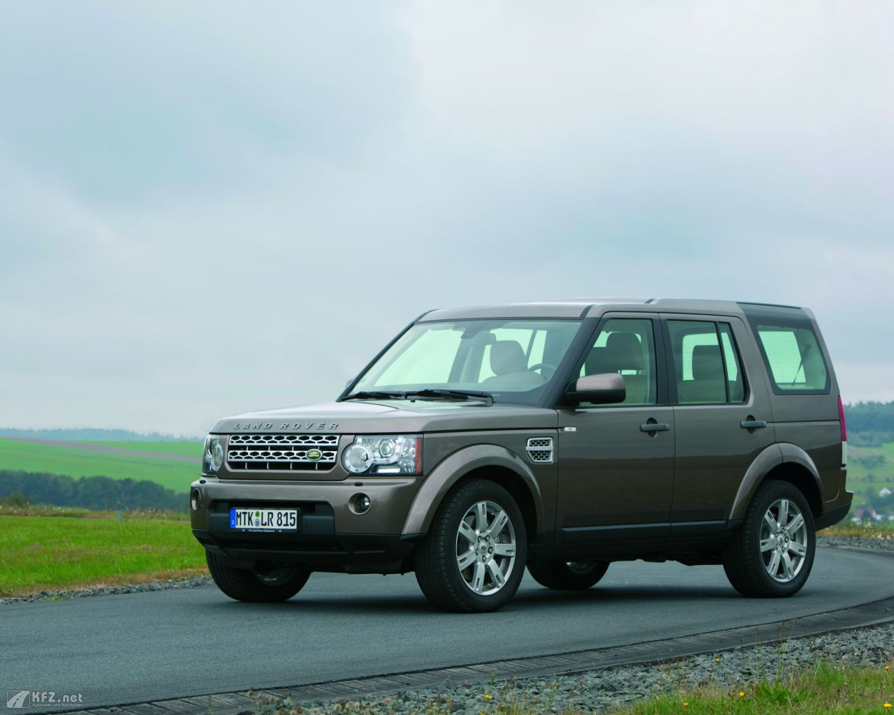 land-rover-discovery-1280x1024-13