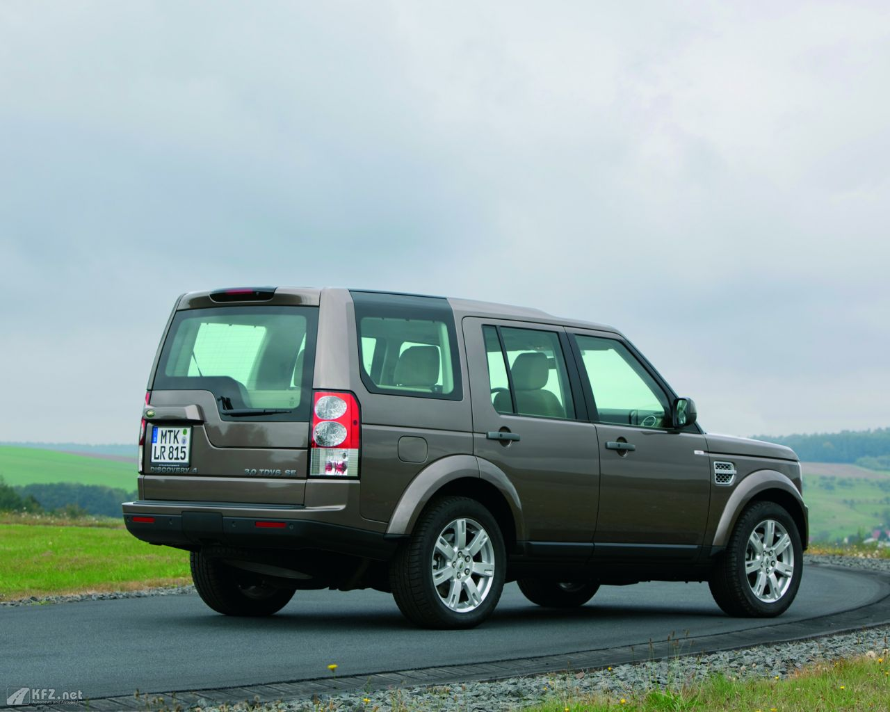 land-rover-discovery-1280x1024-14