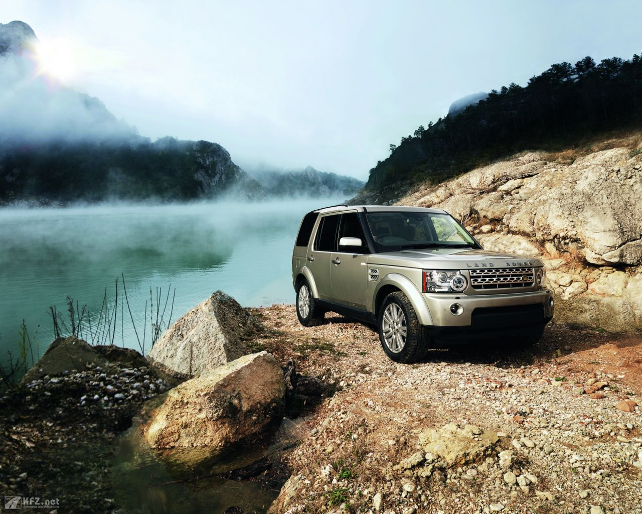 land-rover-discovery-1280x1024-2