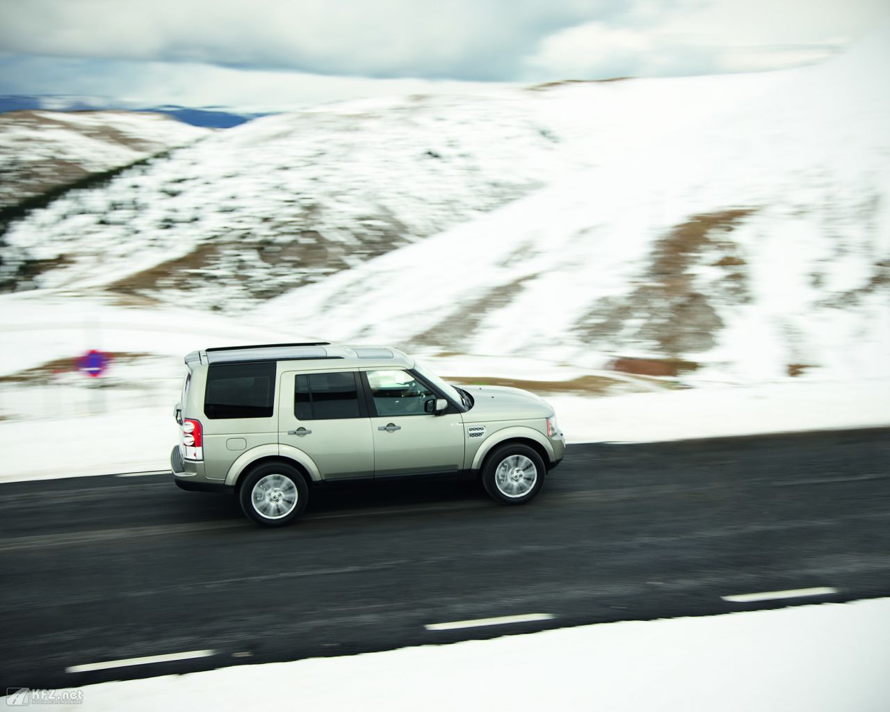 land-rover-discovery-1280x1024-3