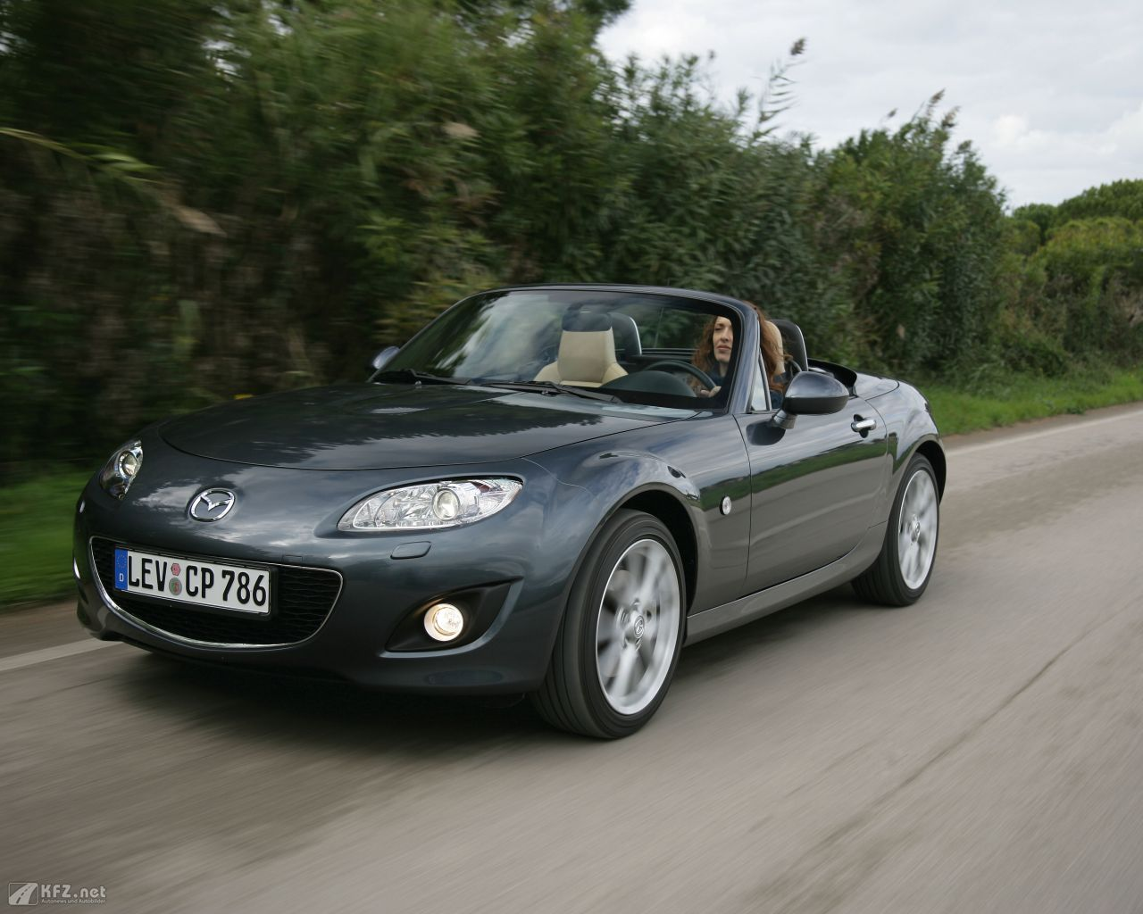 mazda mx5 bilder der roadster gilt guter sportwagen. Black Bedroom Furniture Sets. Home Design Ideas