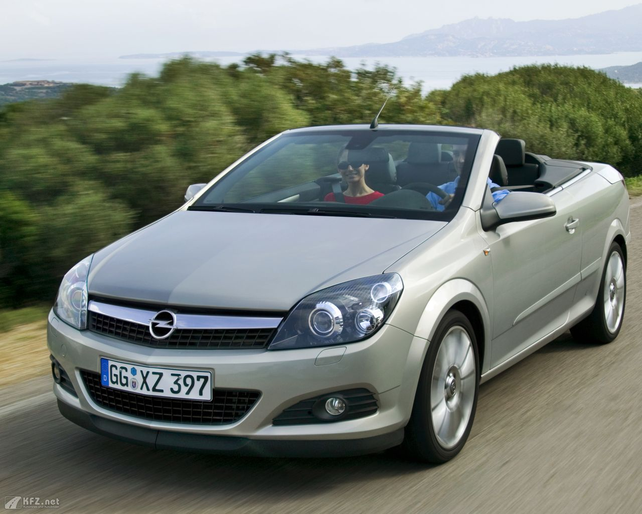 opel-astra-twintop-1280x1024-11