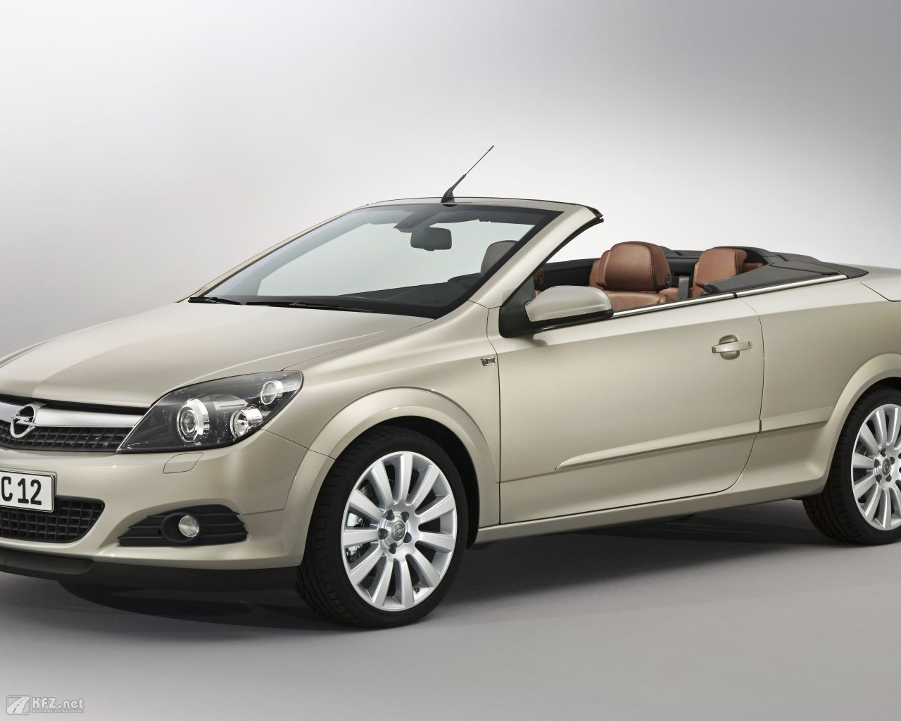 opel-astra-twintop-1280x1024-5