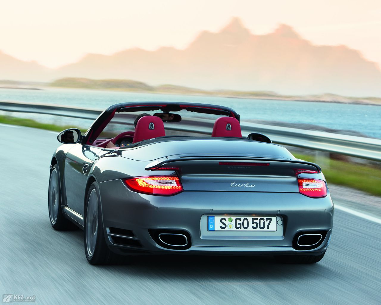 porsche-911-turbo-coupe-1280x1024-13