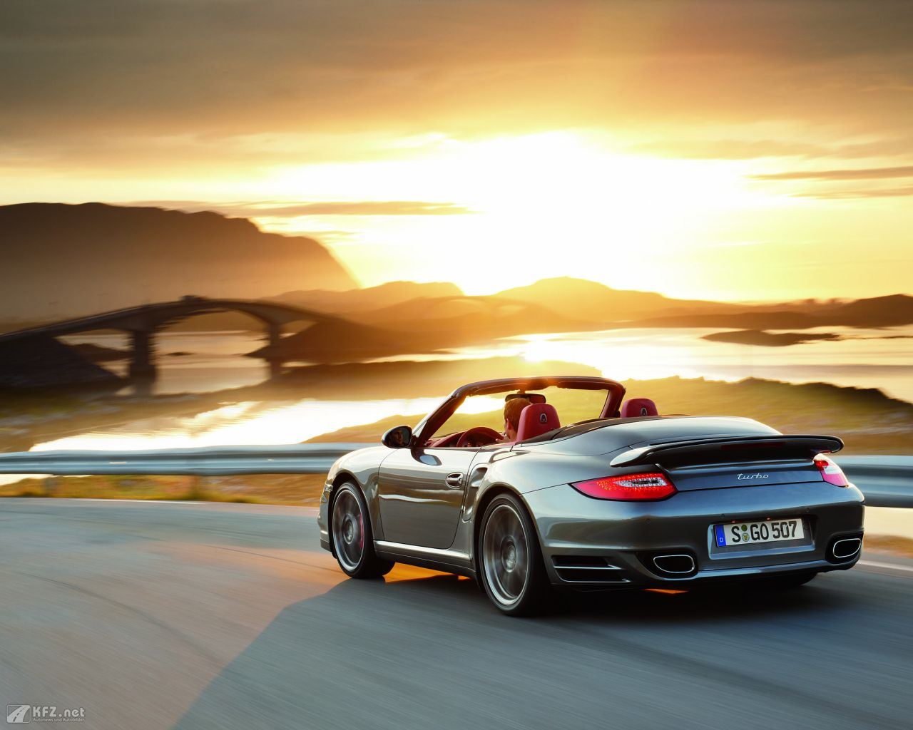 porsche-911-turbo-coupe-1280x1024-16