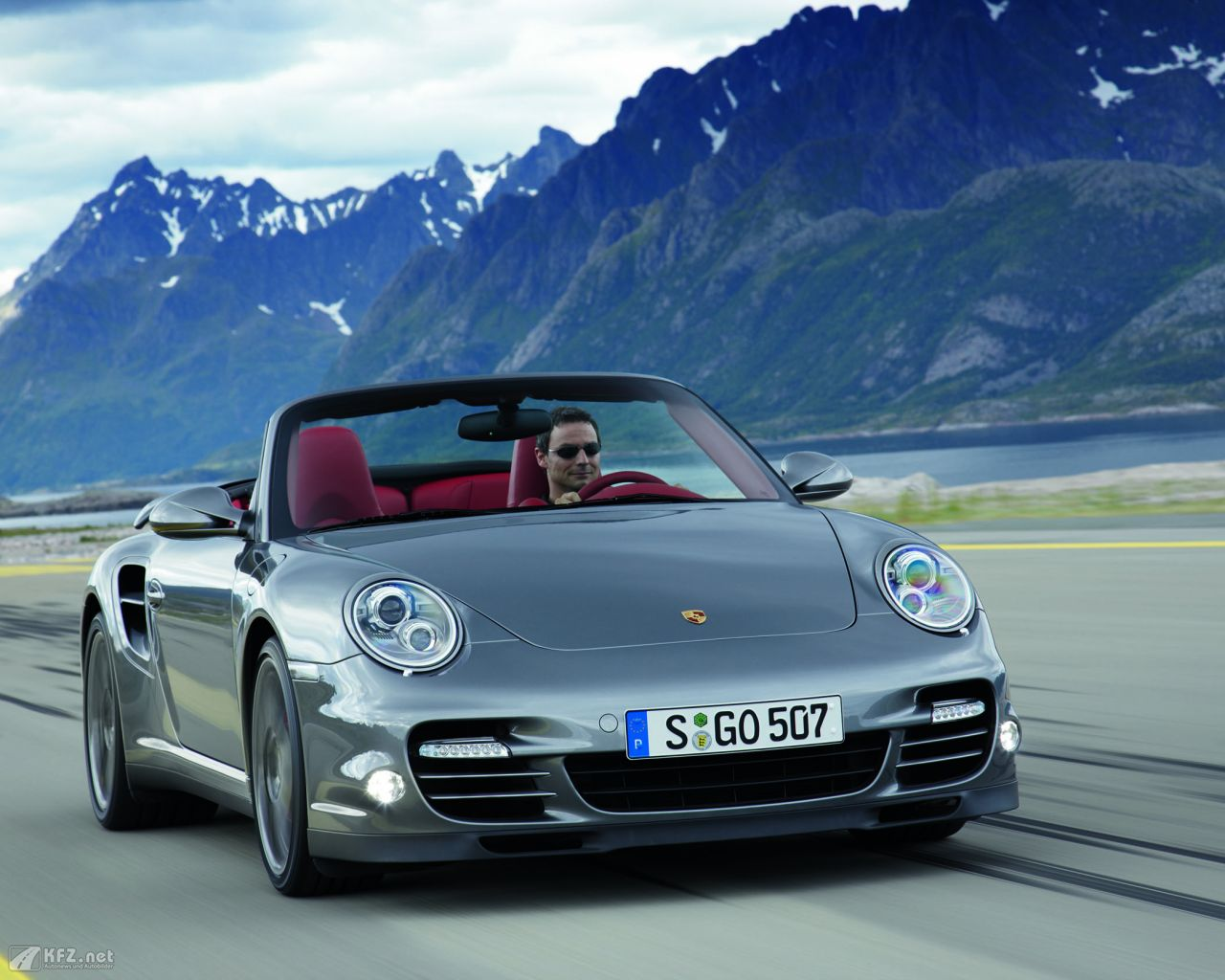 porsche-911-turbo-coupe-1280x1024-17
