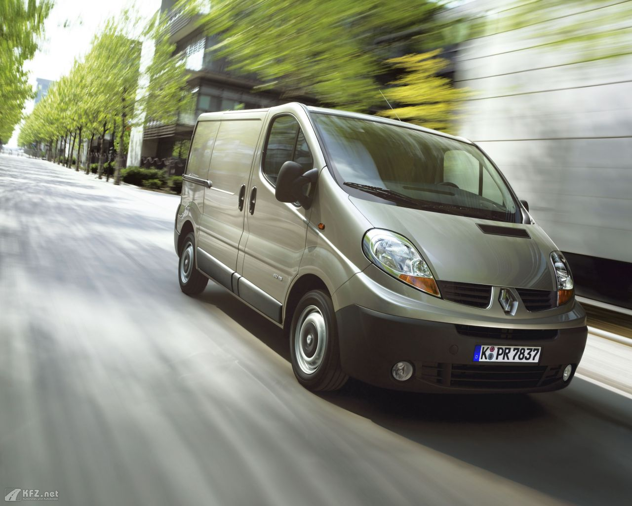renault-trafic-1280x1024-10