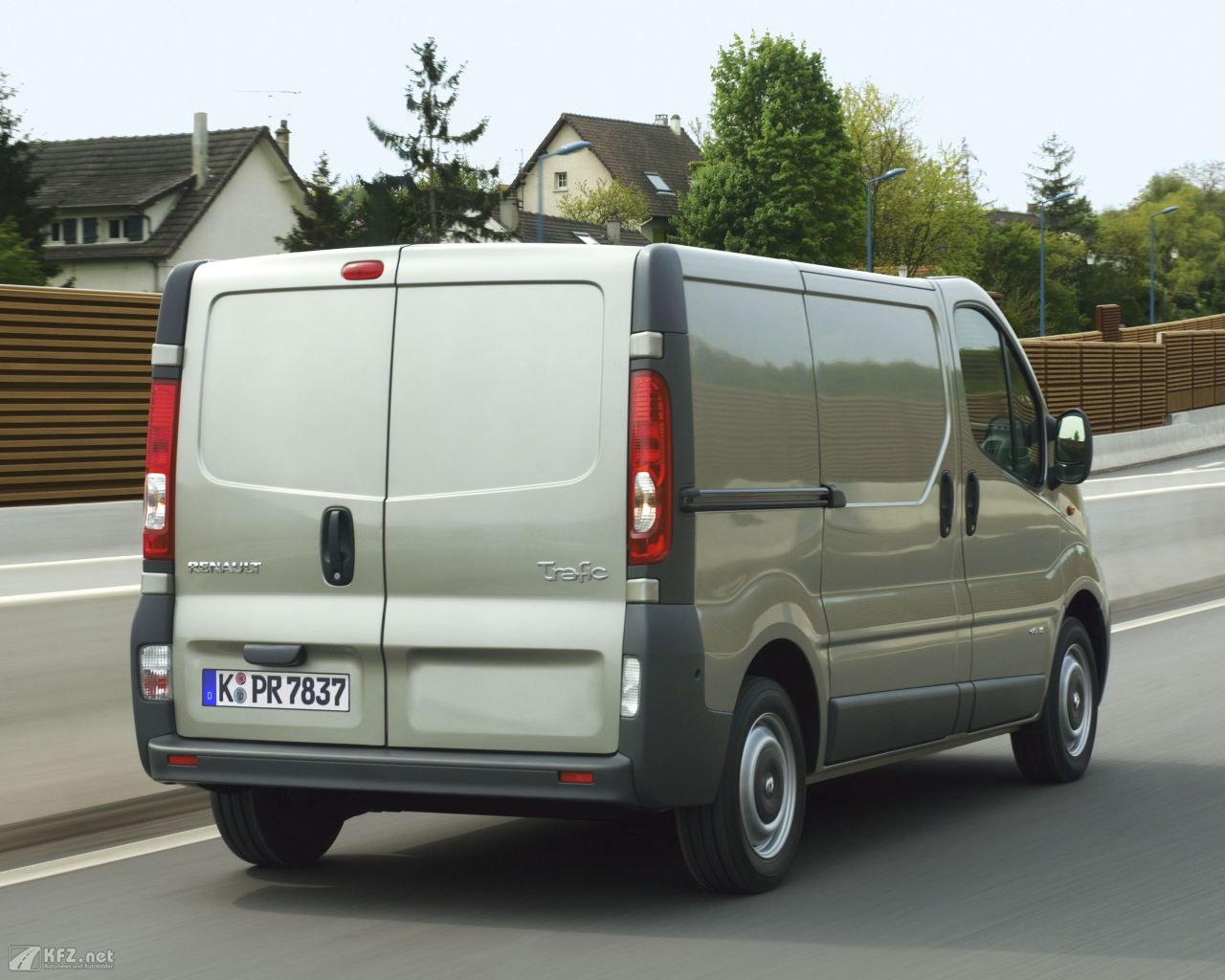 renault-trafic-1280x1024-11