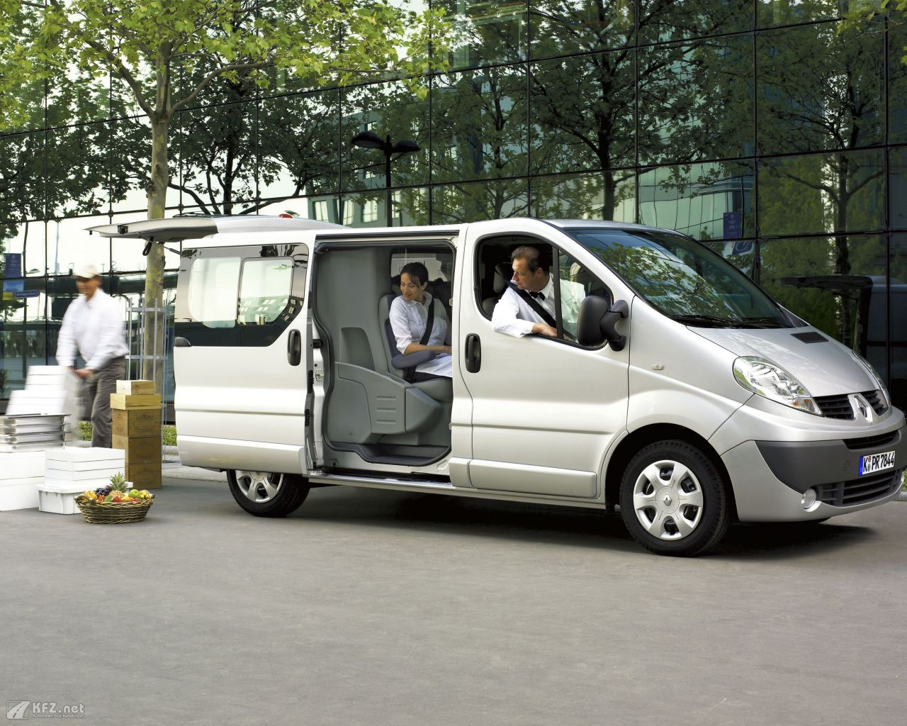 renault-trafic-1280x1024-12