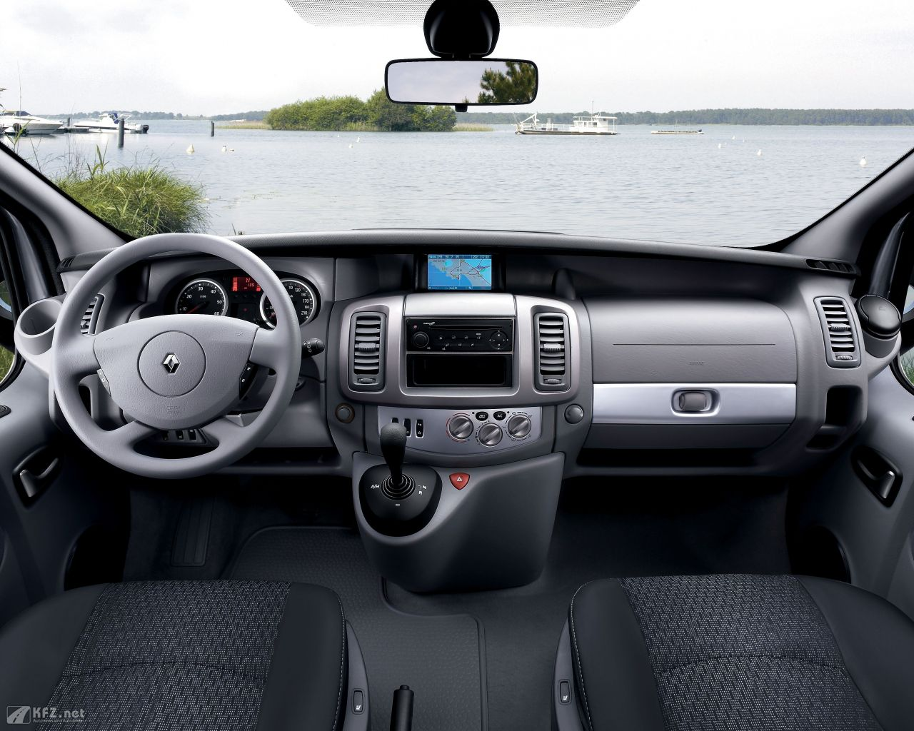 renault-trafic-1280x1024-19