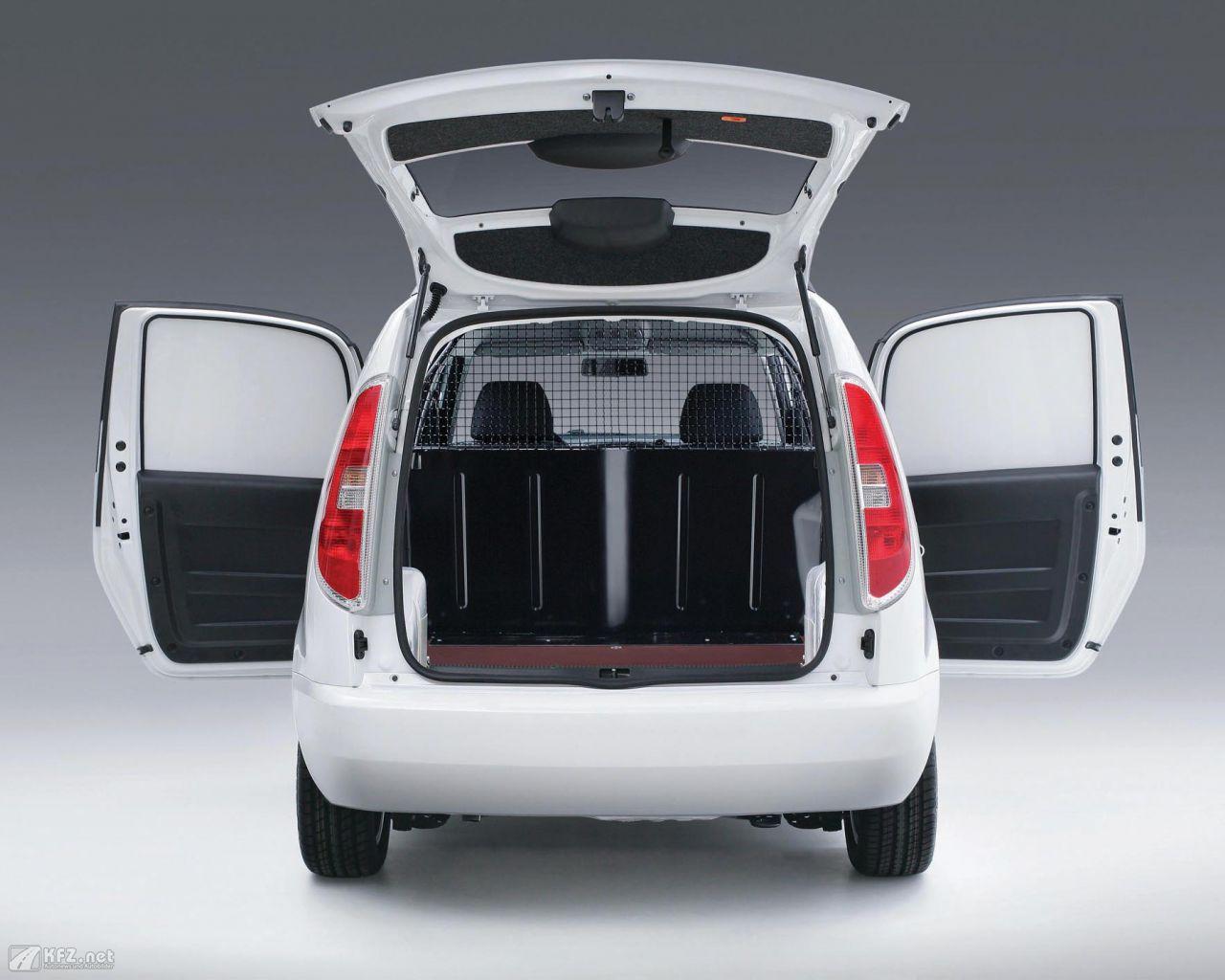 skoda praktik bilder nutzfahrzeug und lieferwagen in einem. Black Bedroom Furniture Sets. Home Design Ideas
