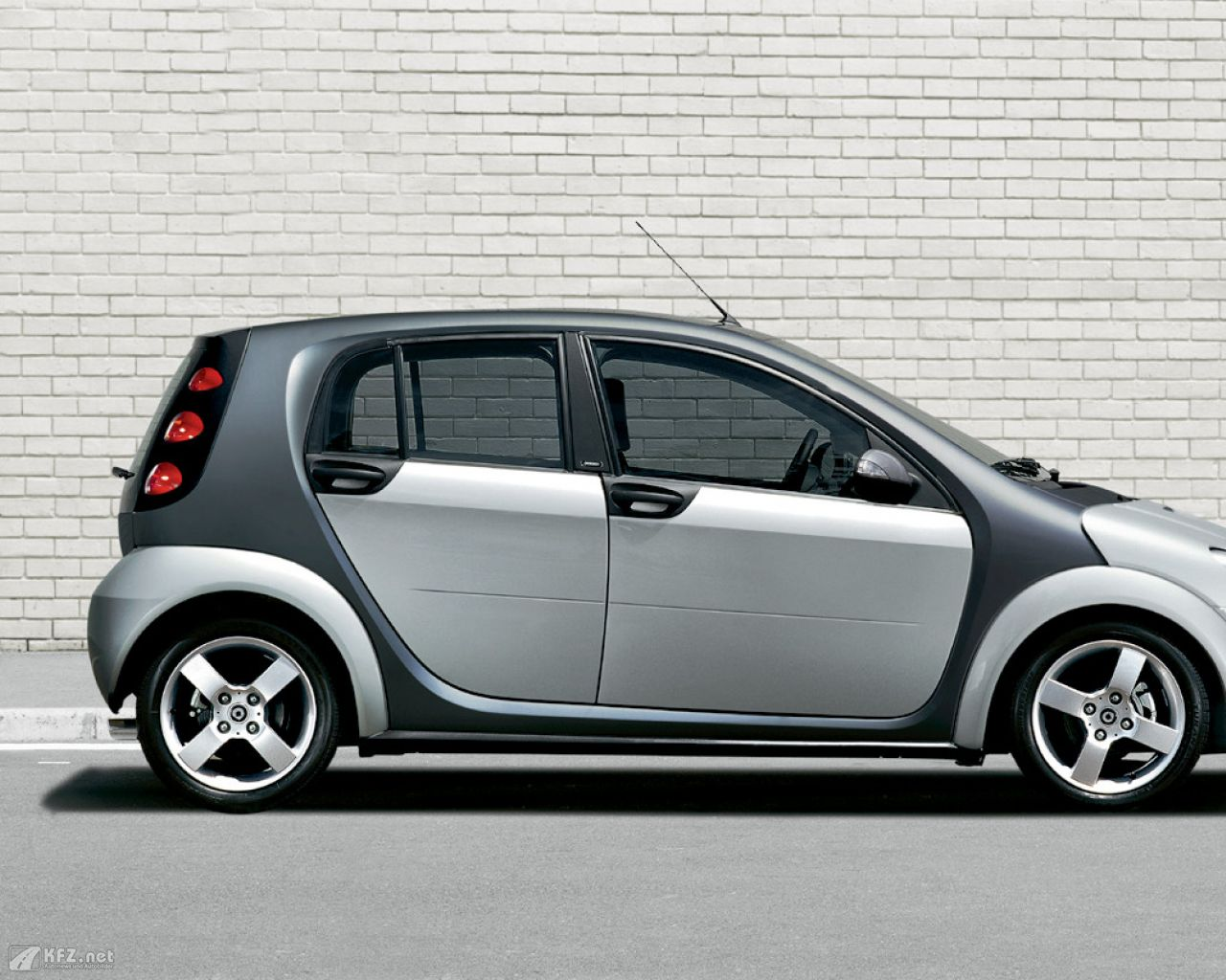 smart-forfour-1280x1024-3