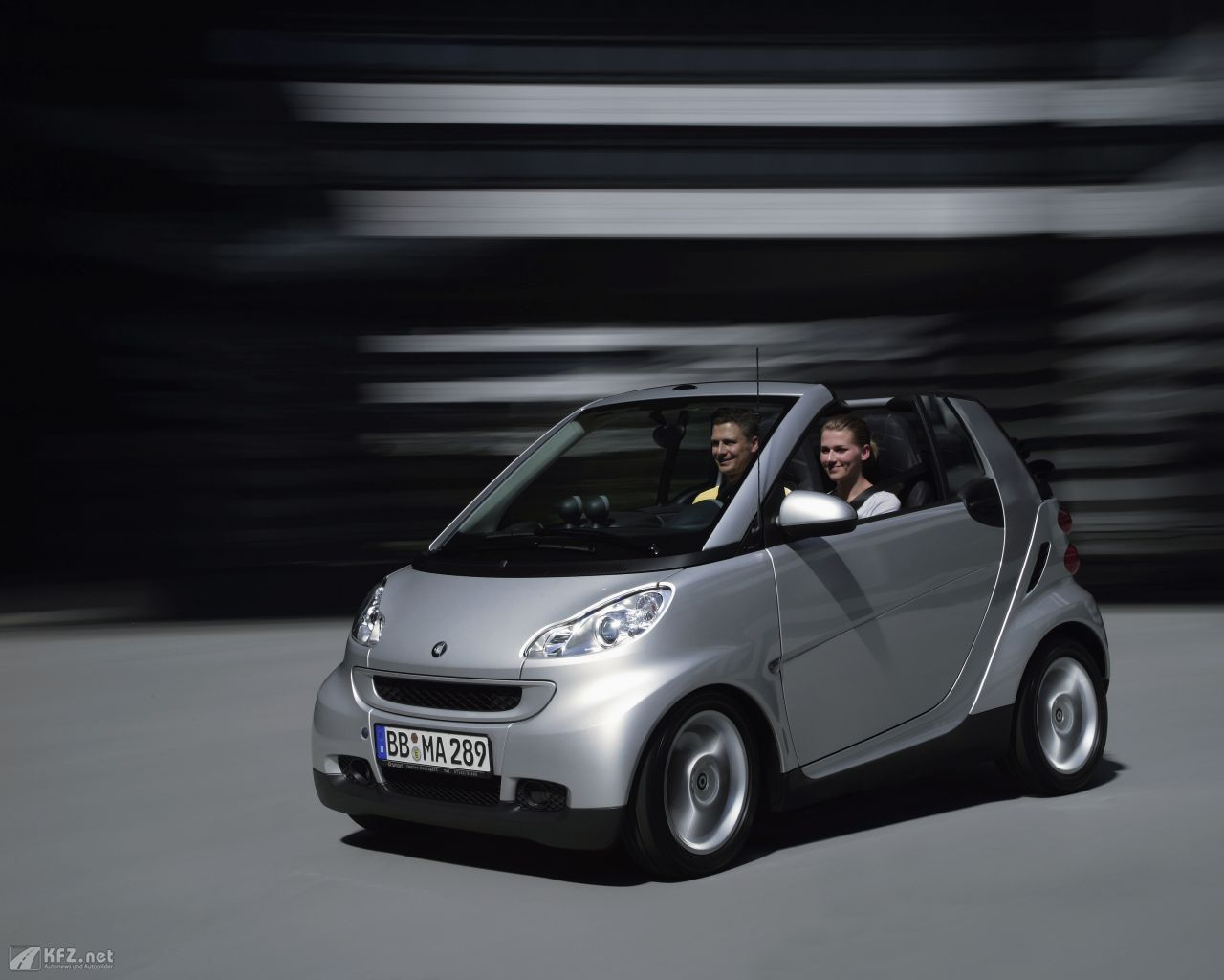smart-fortwo-1280x1024-12