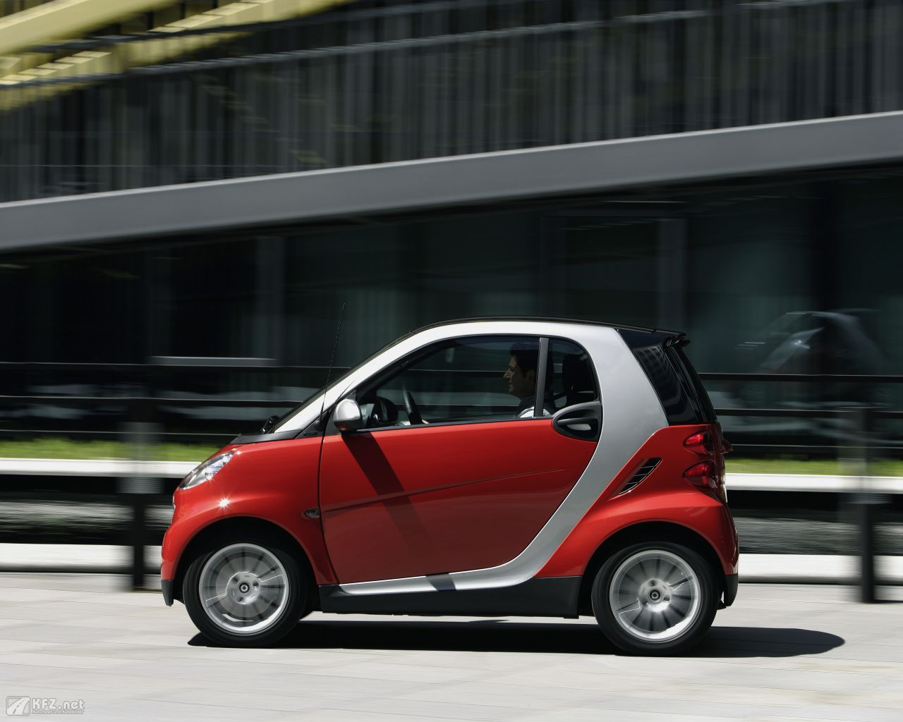 smart-fortwo-1280x1024-17