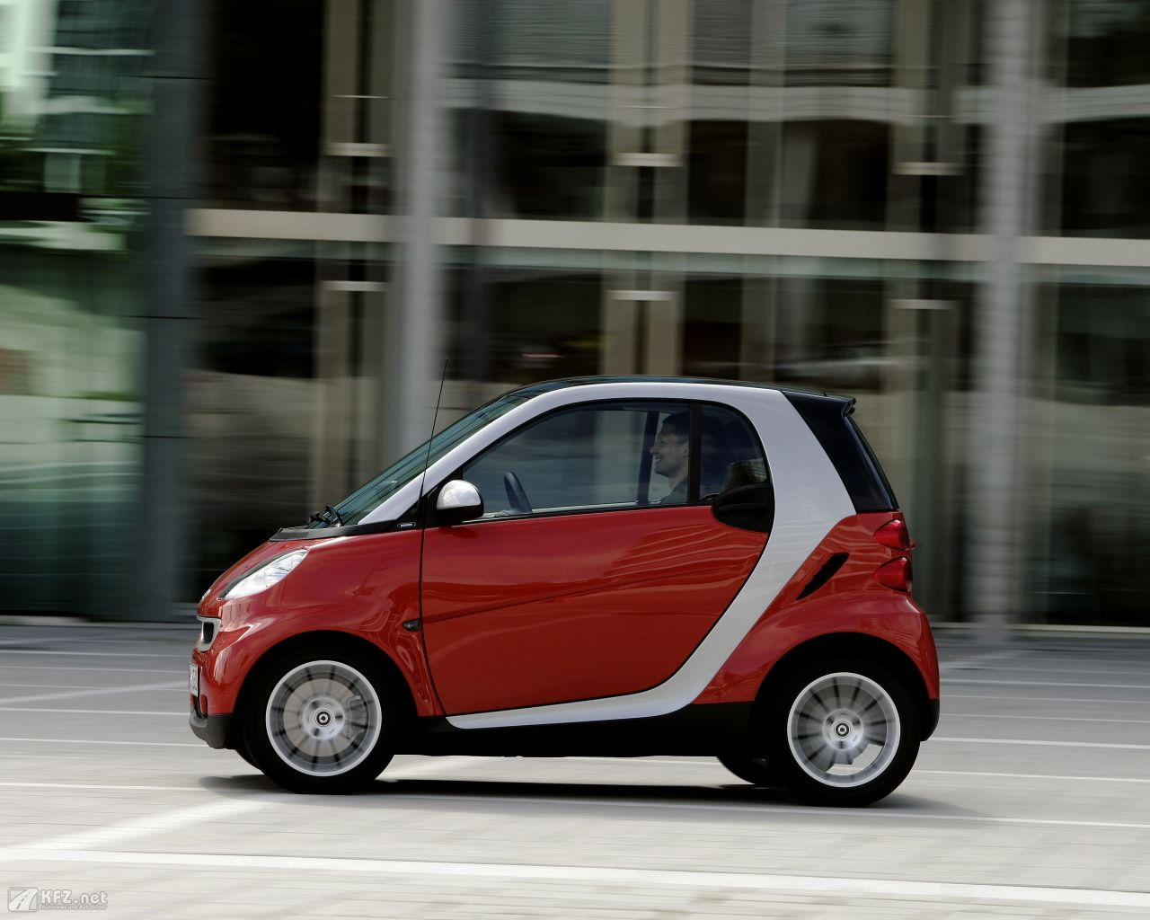 smart-fortwo-1280x1024-3