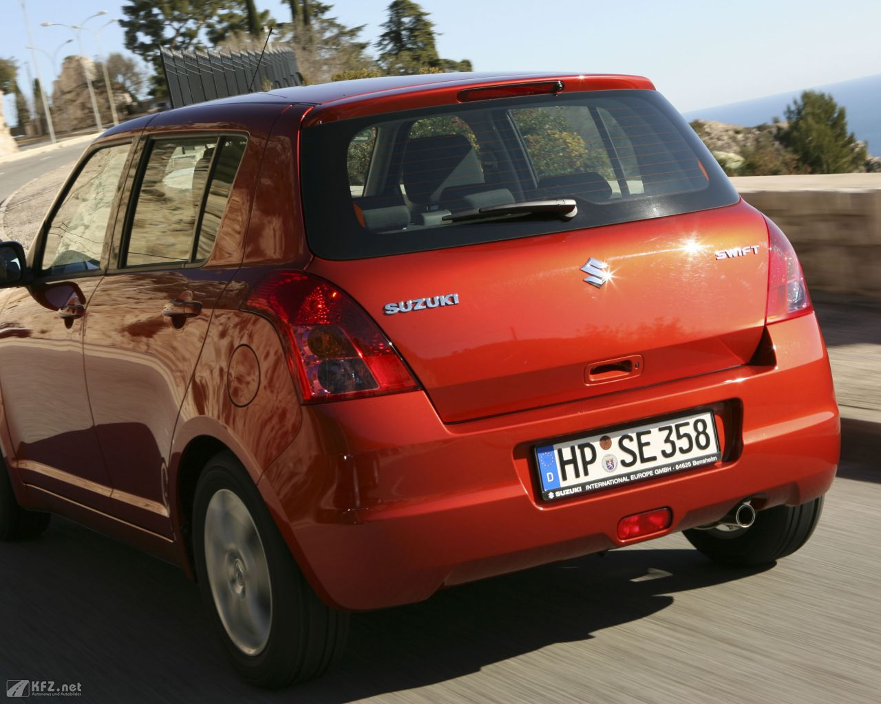 suzuki-swift-1280x1024-12