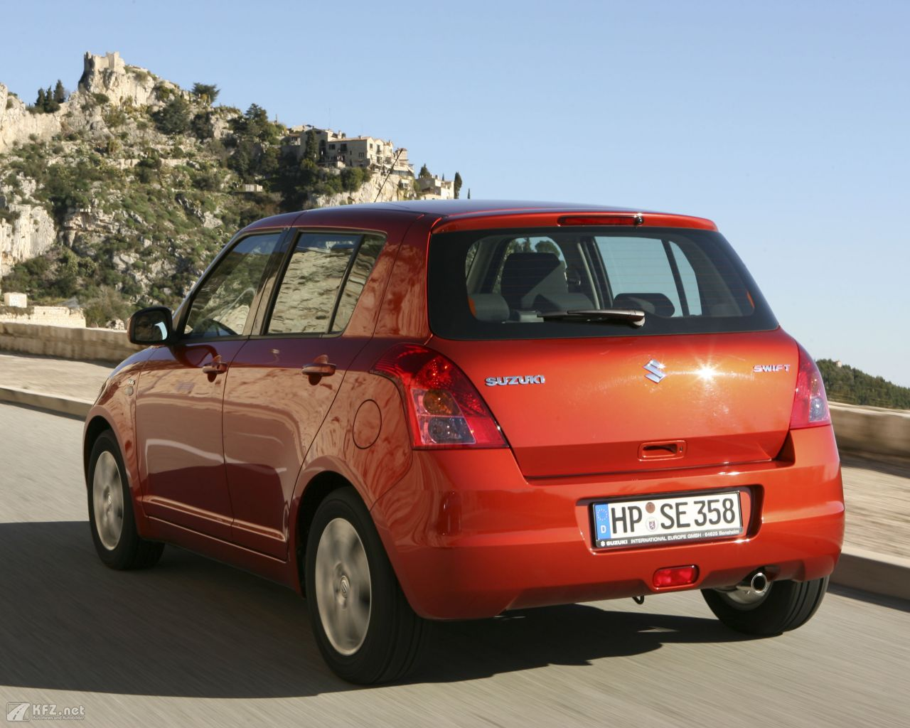 suzuki-swift-1280x1024-13