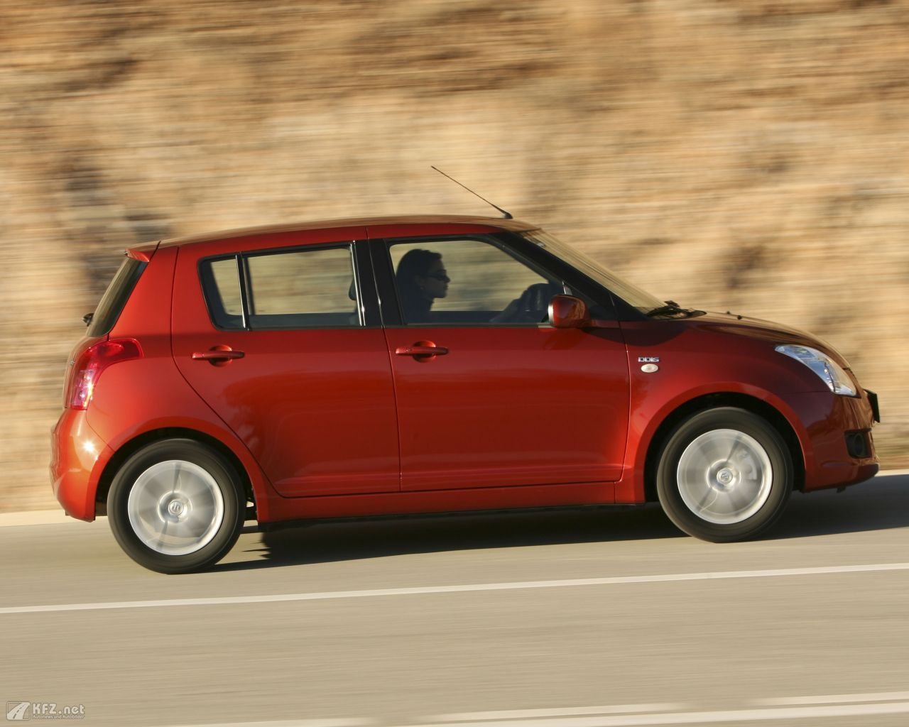 suzuki-swift-1280x1024-15
