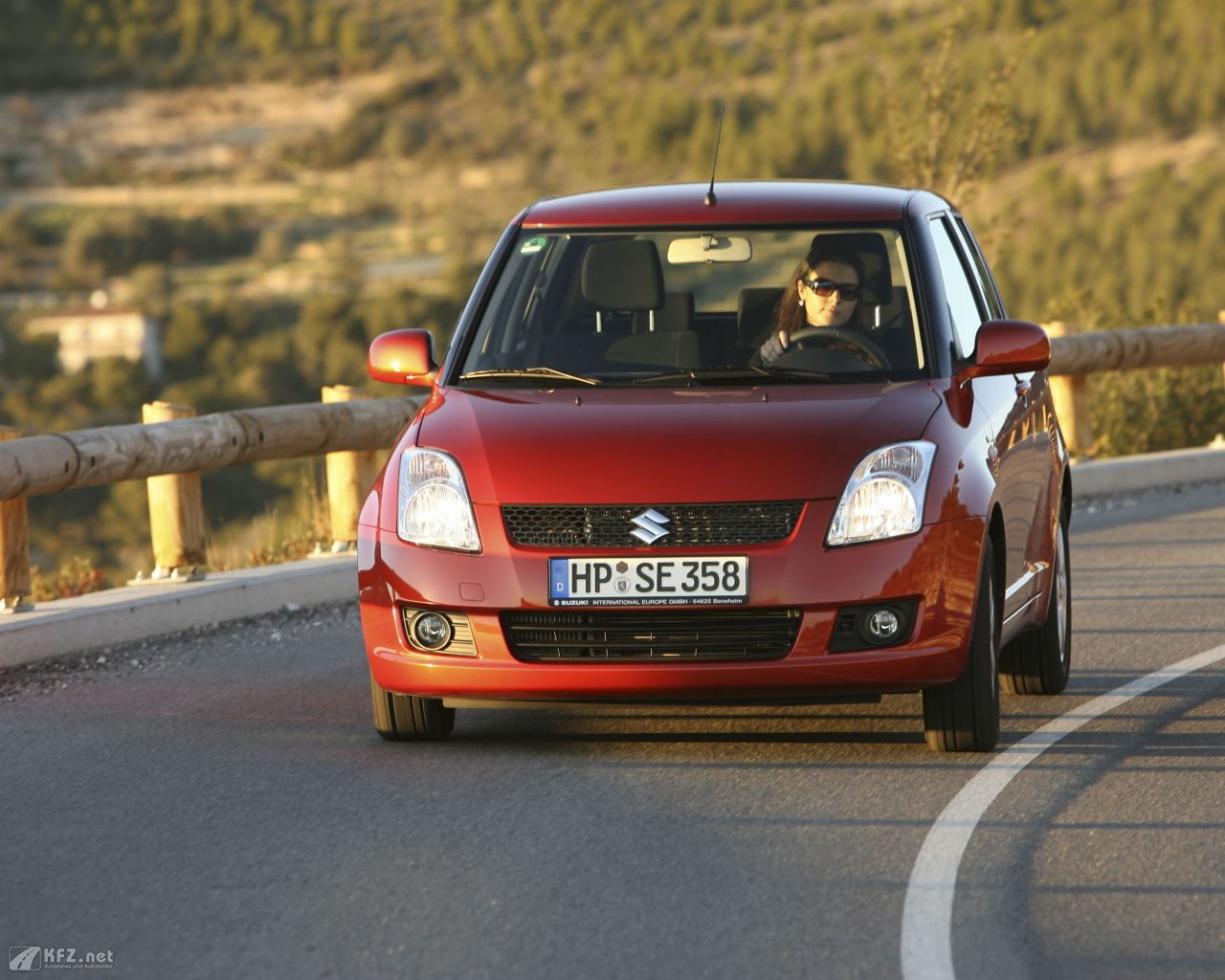 suzuki-swift-1280x1024-17
