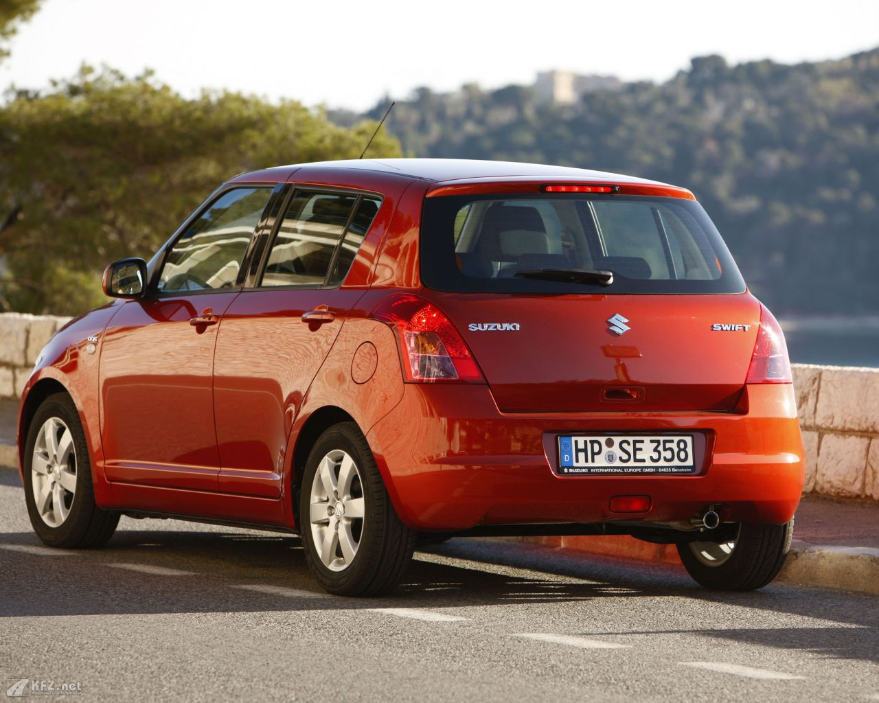 suzuki-swift-1280x1024-2