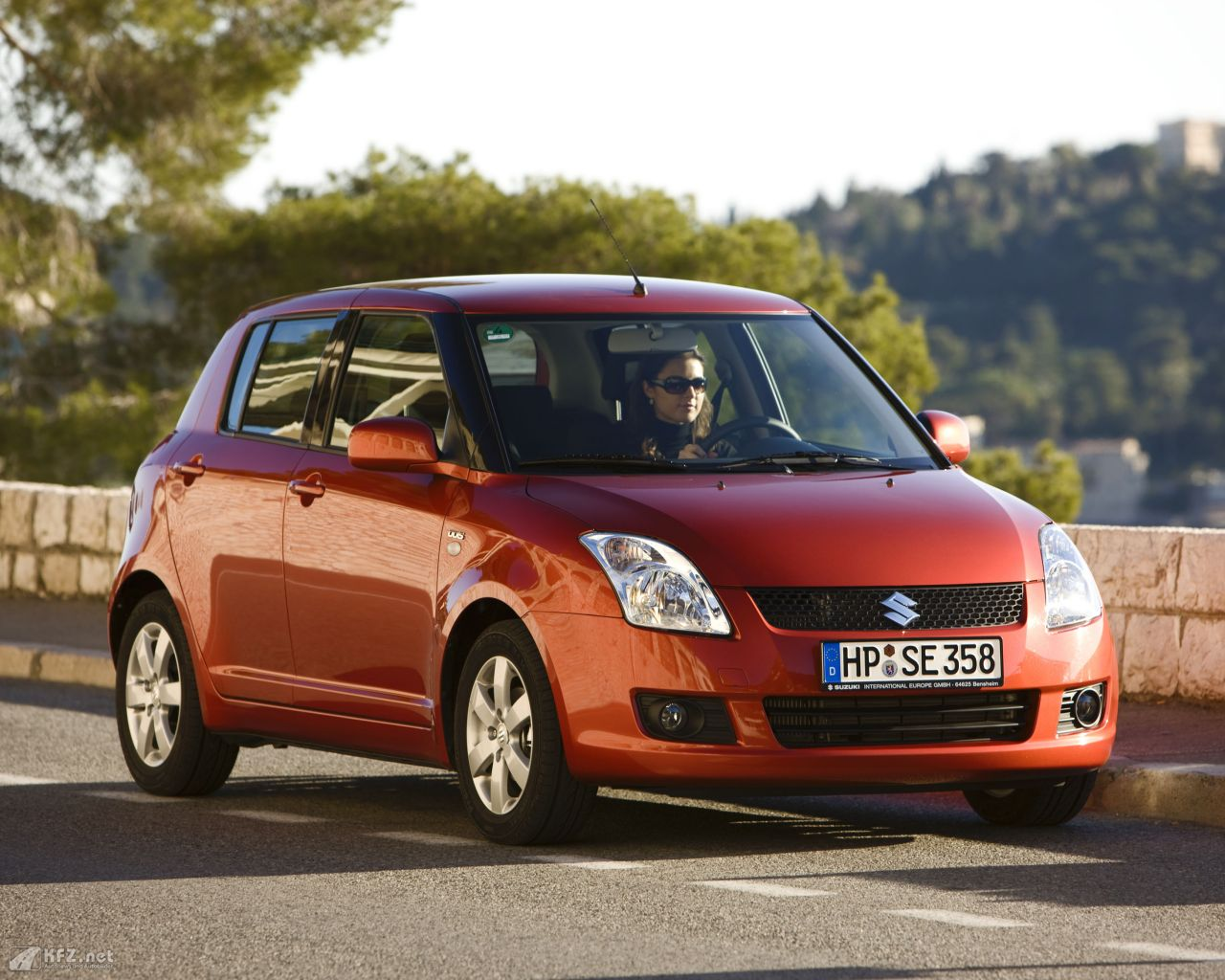 suzuki-swift-1280x1024-3