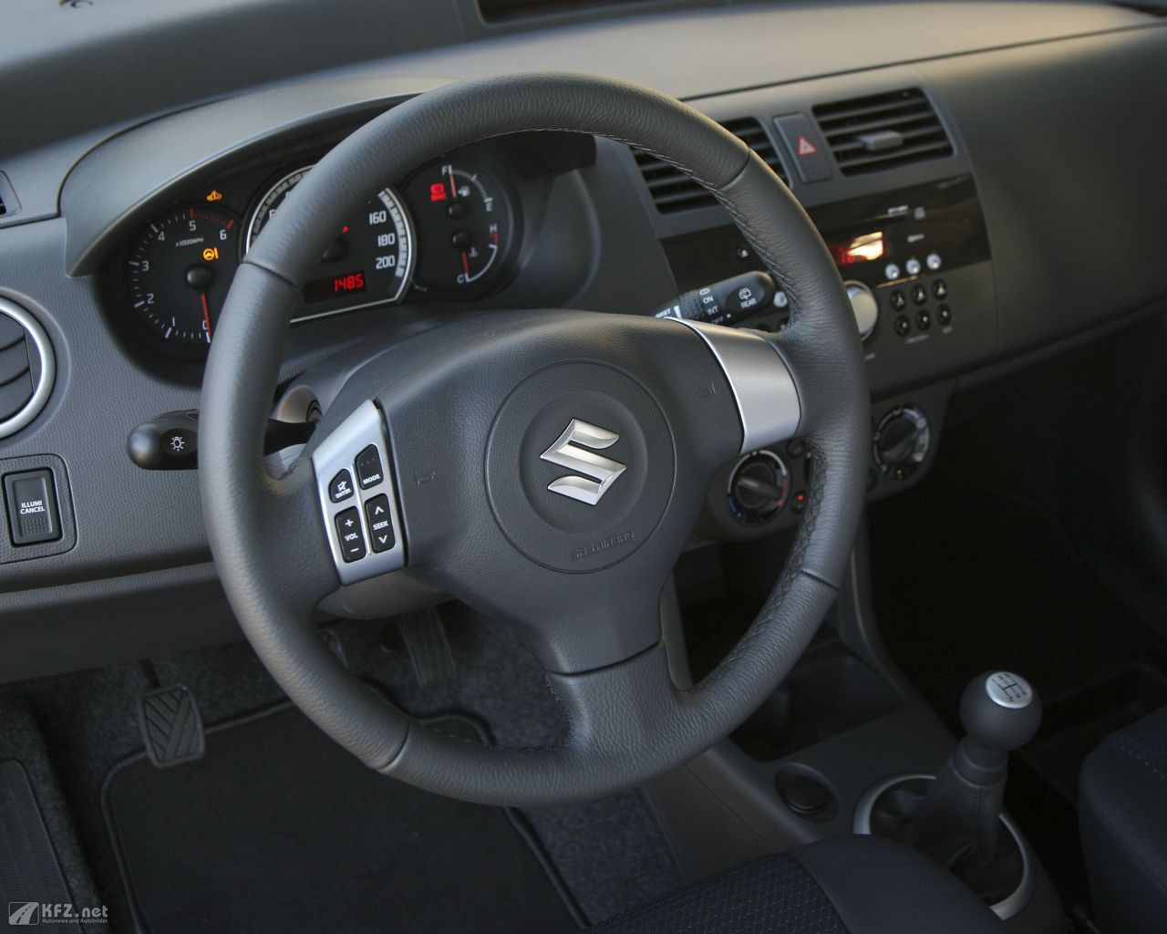 suzuki-swift-1280x1024-9