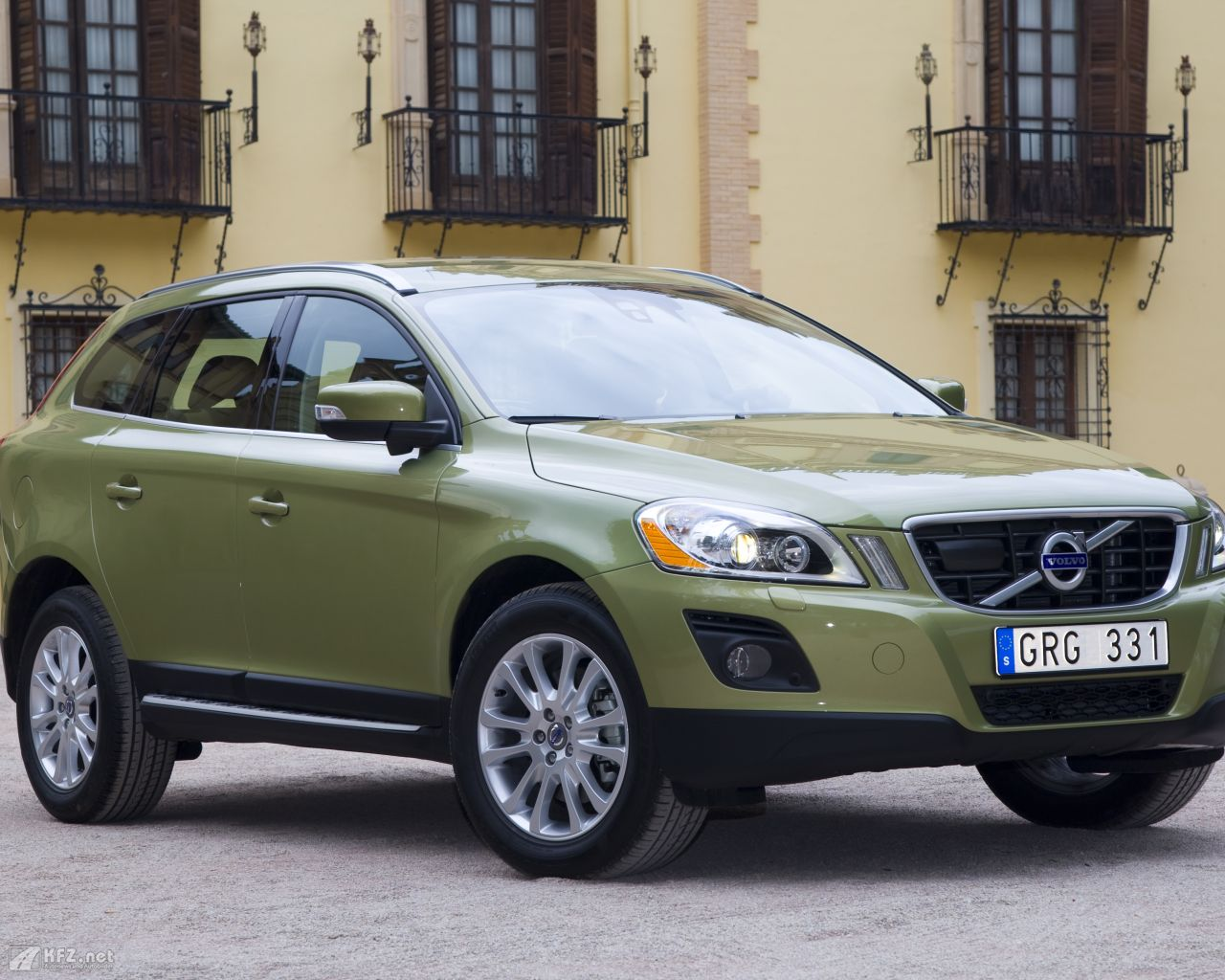 volvo xc60 bilder das cross over modell der mittelklasse. Black Bedroom Furniture Sets. Home Design Ideas