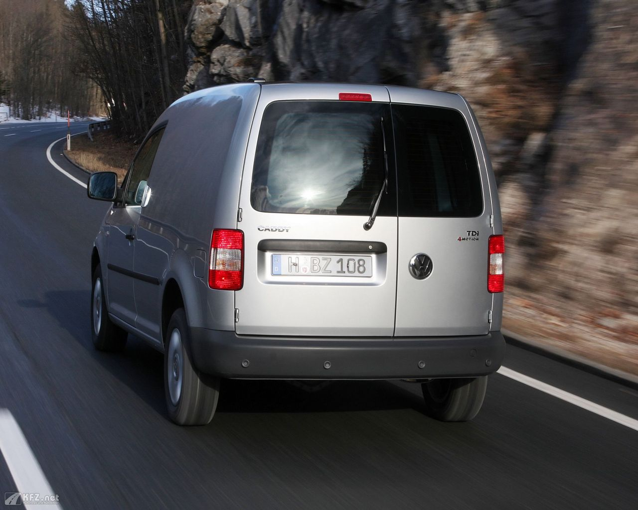 vw-caddy-1280x1024-10