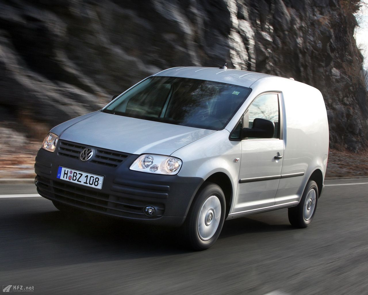 vw-caddy-1280x1024-11