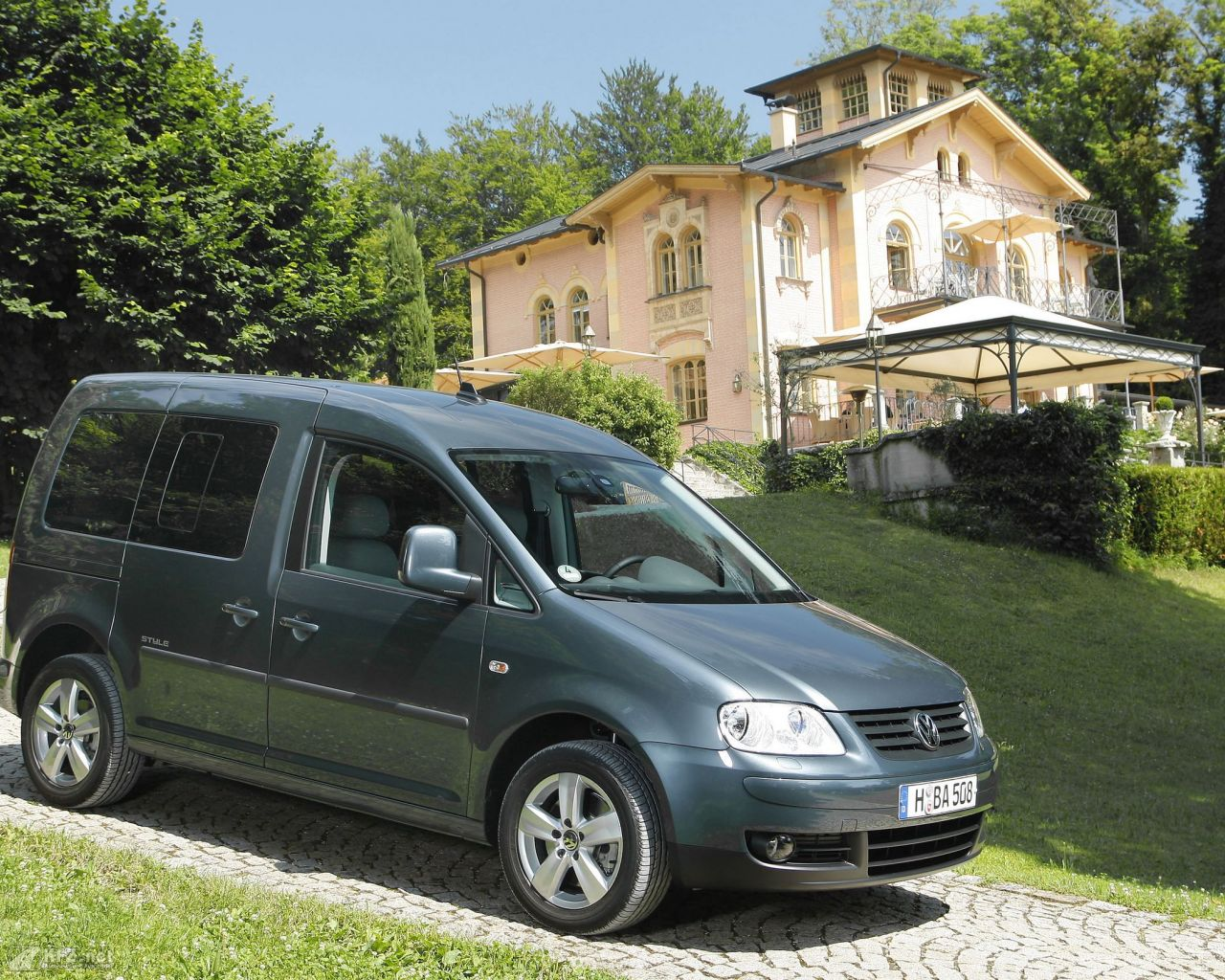 vw-caddy-1280x1024-17